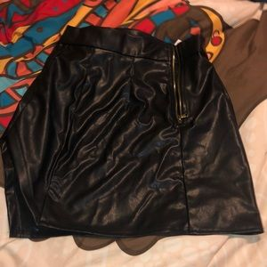 A leathered skirt .